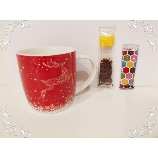 Piros karácsonyi bögre teával és mézzel