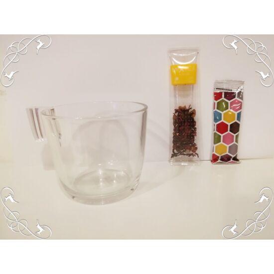 Üvegbögre teával és mézzel